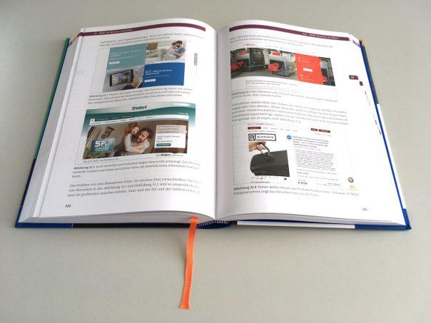 """Foto """"Praxisbuch Usability und UX"""" aufgeschlagen"""