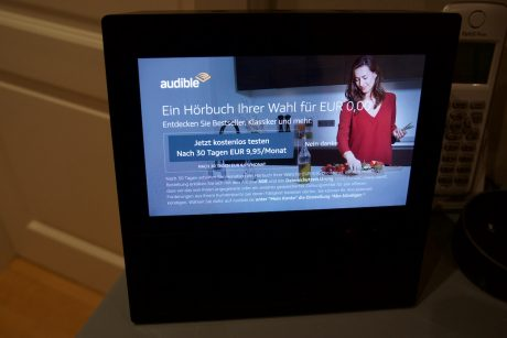 Foto Amazon Echo Show mit Werbung
